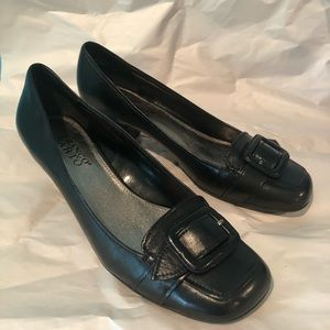 Franco Sarto black leather buckle pumps 8.5M